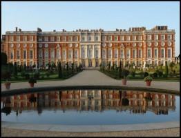 Henry VIIIs Palace2.www.download.ir