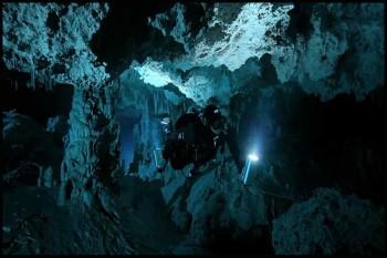 Hidden-Worlds-Caves-of-the-Dead-2013-3.www.download.ir