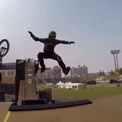 پرش بلند و دیدنی با دوچرخه